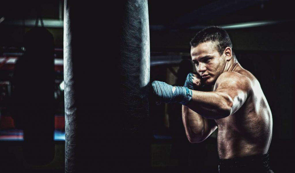 Bokstraining met een bokszak